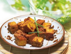 Tofu Natur angebraten mit Sojasauce und Sesam. Foto: Taifun Tofuprodukte