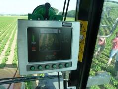 Herzstück der Kamerasteuerung ist der Rechner mit Monitor. Die Qualität der Software entscheidet über die Brauchbarkeit einer Kamerahacke. Hier hat sich in den letzten Jahren viel getan - und es gibt weiteres Entwickungspotential.  Foto: Taifun Tofuprodukte