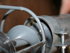 In Nordamerika wurden für Soja Förderschnecken entwickelt, die Dank der nach vorne angewinkelten Schnecke trotz geringem Durchmesser verhältnismäßig kornschonend arbeiten. Foto: Taifun Tofuprodukte